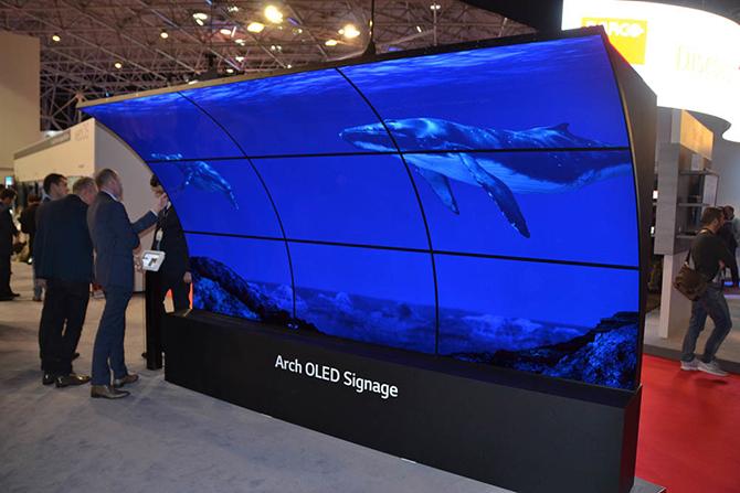 изогнутый LED экран