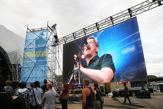 уличный экран для сцены
