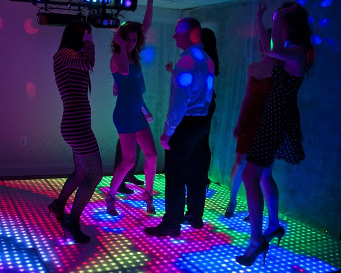использование светодиодных полов в клубах