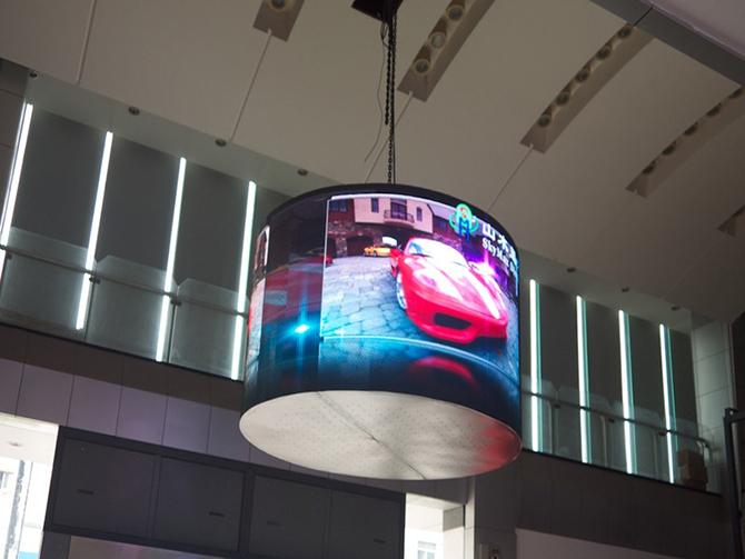 радиусный экран indoor